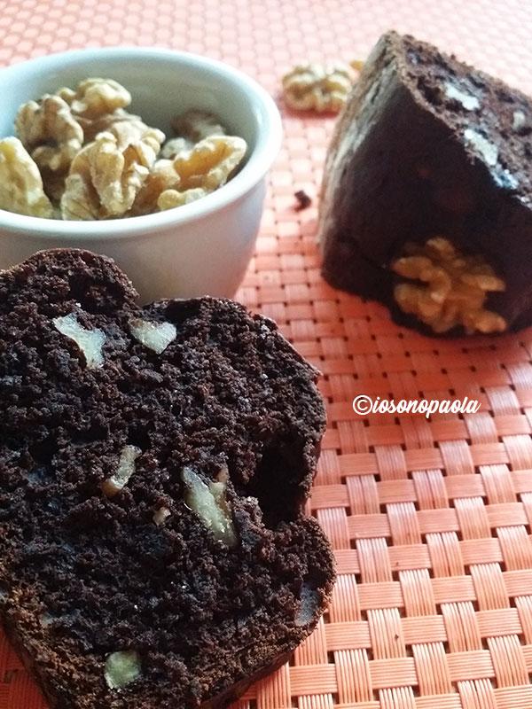 ciambellone alle noci e cioccolato