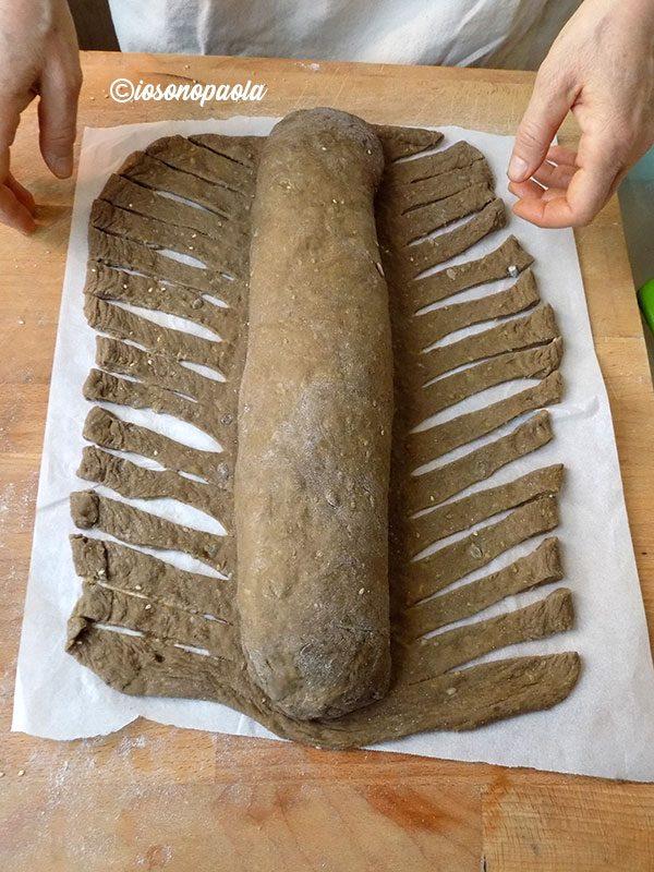 treccia di pane nero