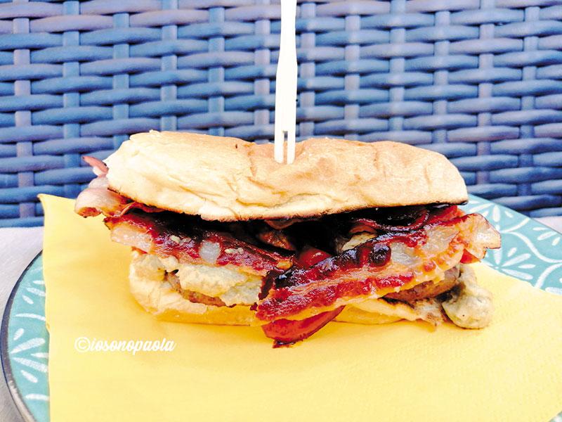 hamburger con salsa di melanzane